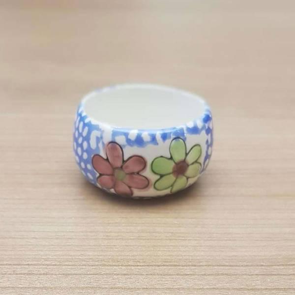 Produkt Abbildung Teelichthalter_blau_gepunktet_mit_2_blumen.jpg